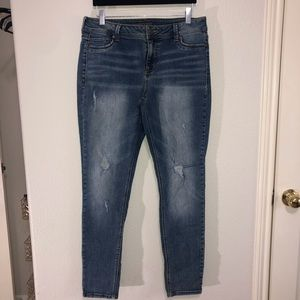 Maurices Distressed L-R Large Regular Jeans NWOT